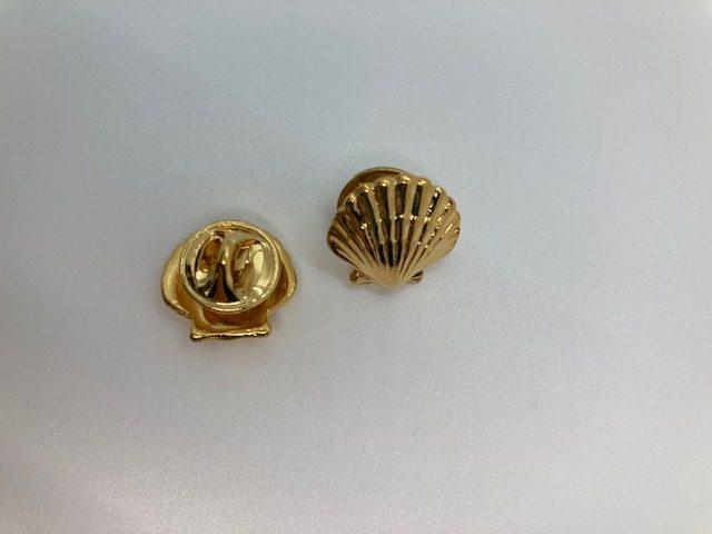Scallop Pin